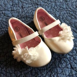 White patent Mary Janes, toddler size 6